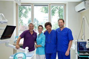 Pro-implant vizitavo dr. Bernhardas Giesenhagenas